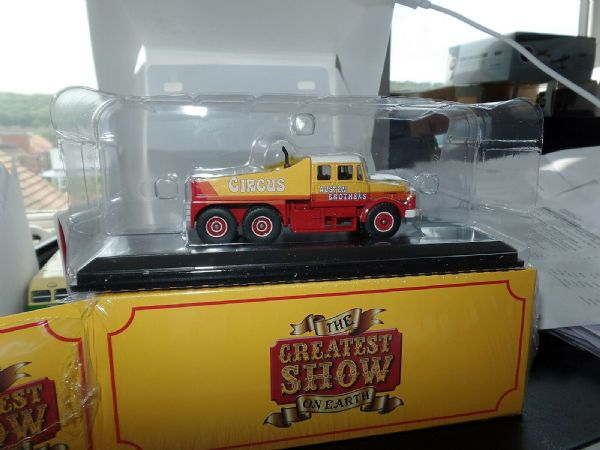 Atlas Fun Fair HU06 1/76 OO Scale Scammell Contractor Austen Brothers Circus